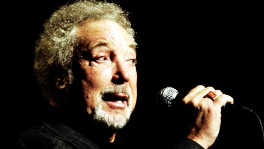 Tom Jones släpper nummer 40