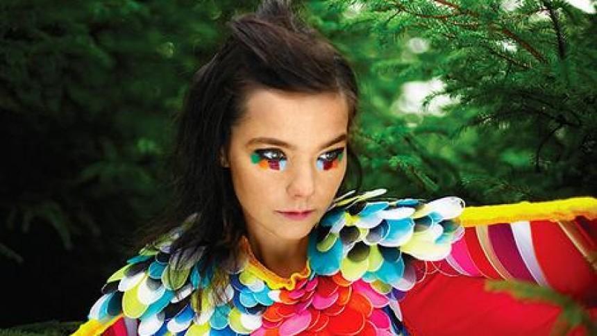 Björk är halvvägs framme