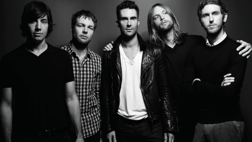 Maroon 5 tar svensk hjälp