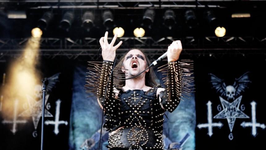 Vit makt-band till Sverige – delar scen med Nifelheim