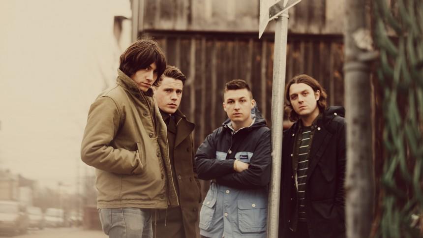 Arctic Monkeys överraskar
