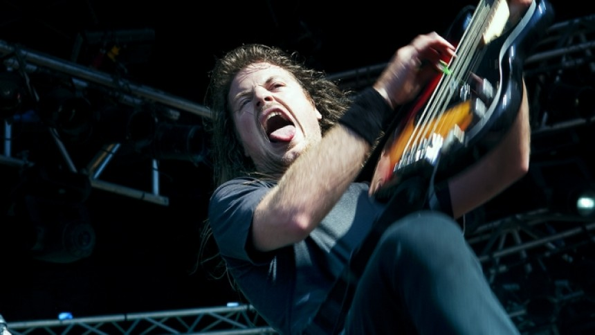 Airbourne: Sonisphere 2011, Saturn
