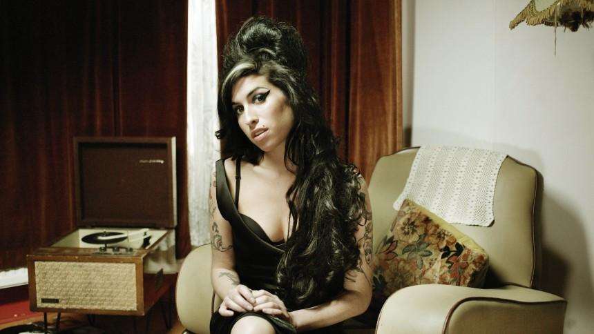 Amy Winehouses liv blir bok