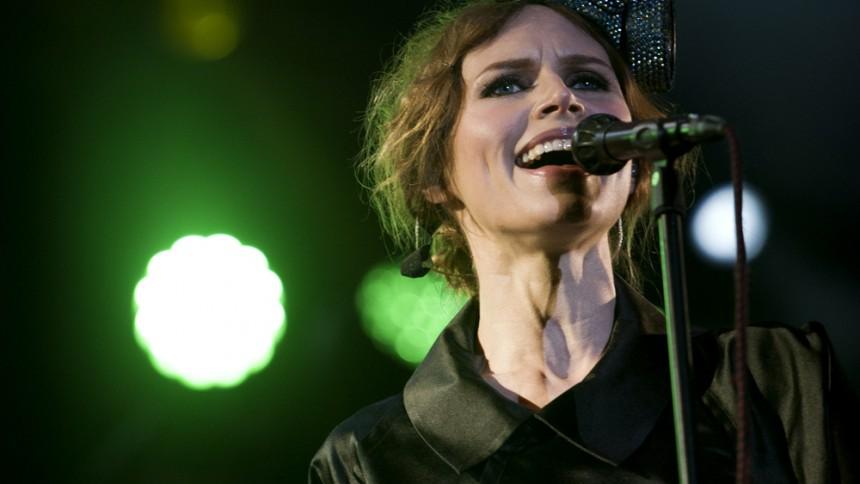 Nina Persson i politiskt band