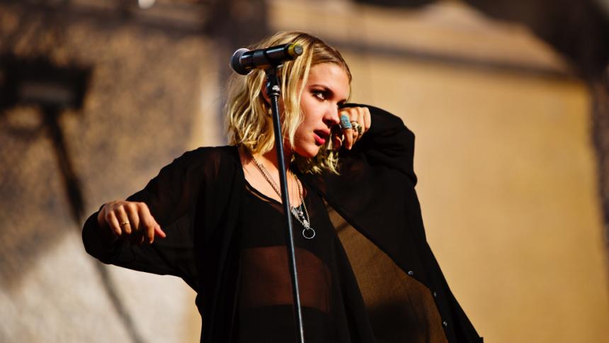 Hör nya singlar från svenska storheter