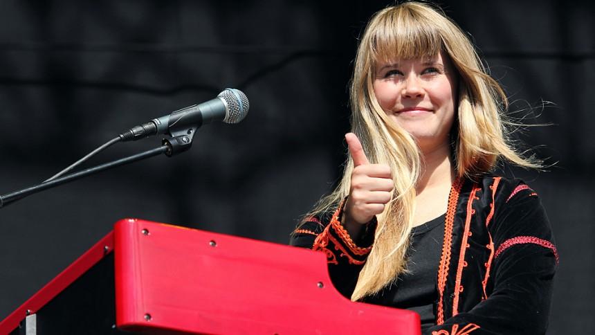 Hör Iggy Pop hylla Anna von Hausswolff