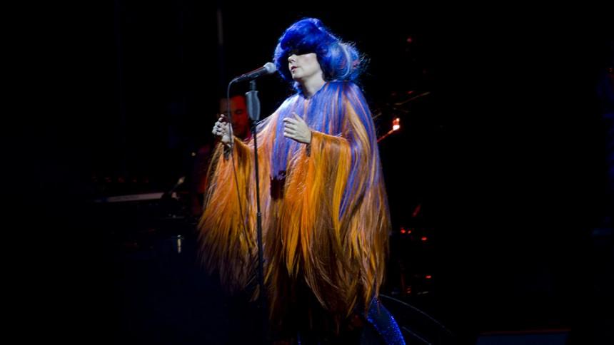 Björk närmar sig Sverige