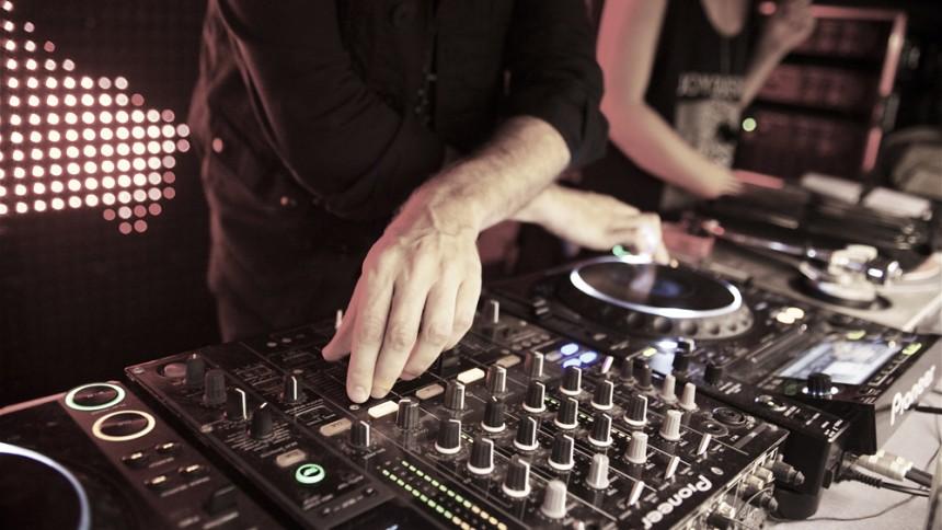 DJ slog galet världsrekord – började hallucinera efter 4 dagar