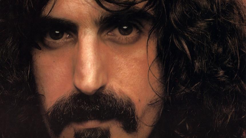 Det här dörrhandtaget ser exakt ut som Frank Zappa