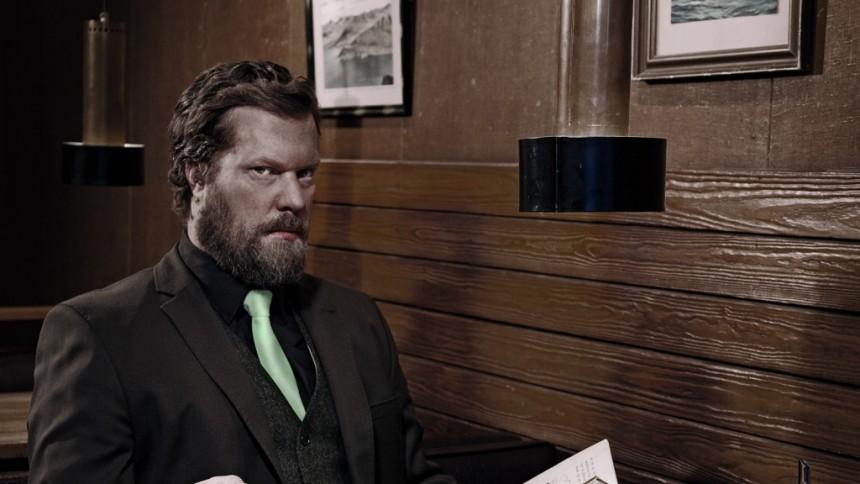Hyllad låtskrivare till Stockholm