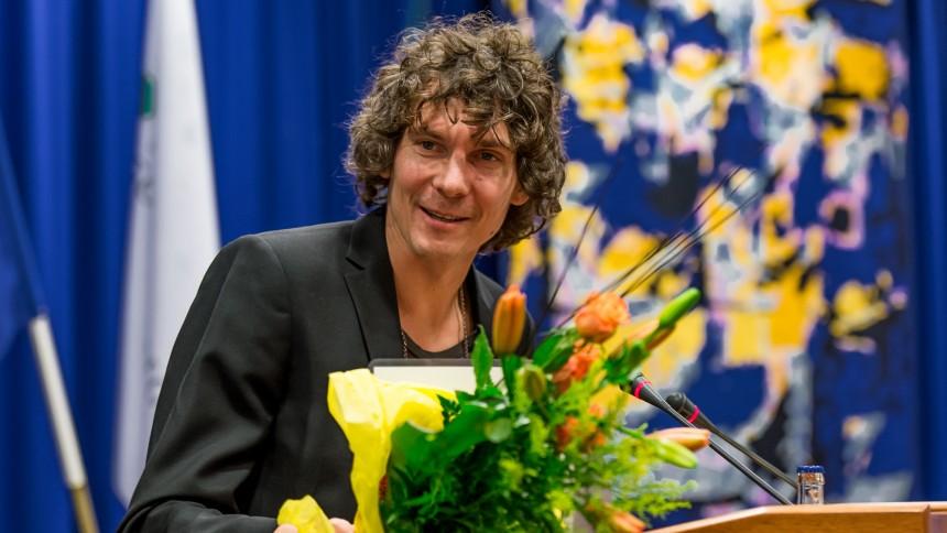 Håkan Hellström får kulturpris – skänker bort slantarna