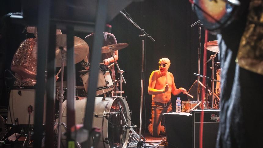 Musiker trummade för högt – greps