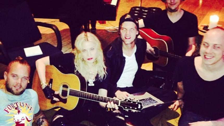 Här hänger Madonna med svenska storheter