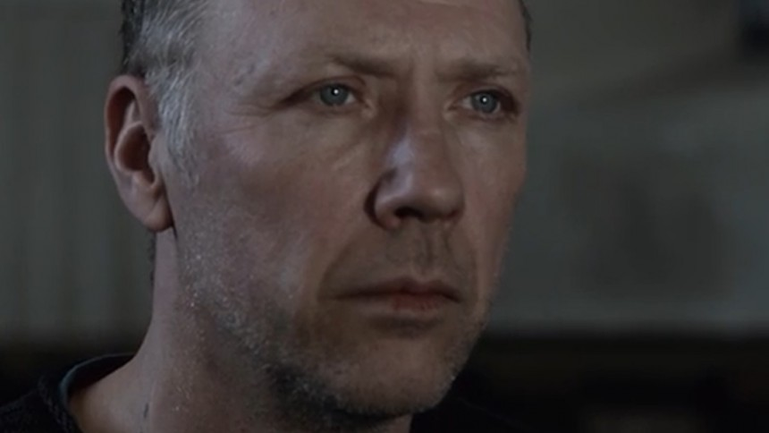 Se Mikael Persbrandt i ny musikvideo