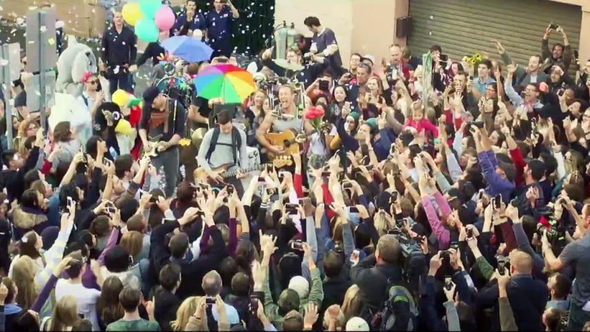 Se Coldplays nya video