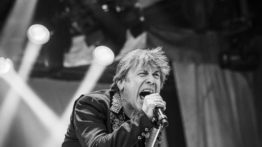 Sångare avbröt konsert för att utmana bråkigt fan