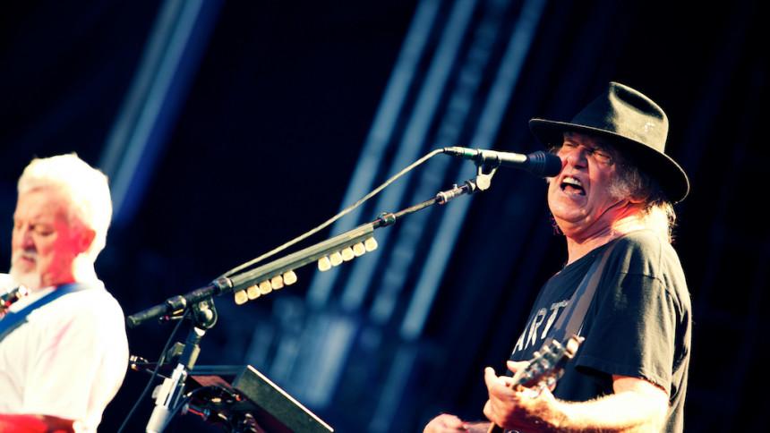 Strömmen stängdes av – men Neil Young fortsatte rocka
