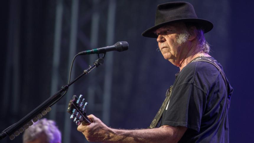 Neil Young & The Crazy Horse spelar in första nya albumet på sju år