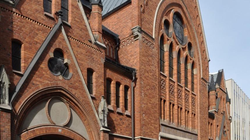 Svensk black metal-trummis köper kyrka
