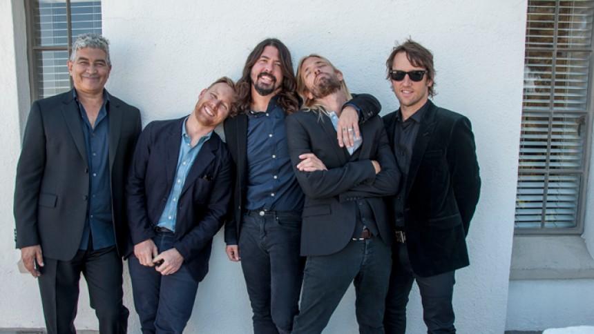 Foo Fighters ställer in efter trafikolycka