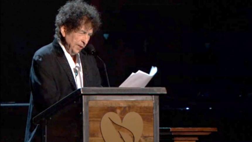 Fejknyhet där Bob Dylan tokdissar Nobelpriset gör viral succé