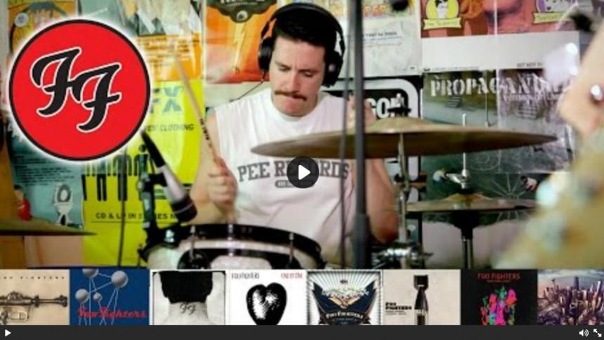 Spelar alla Foo Fighters låtar på fem minuter