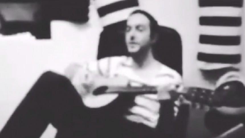 Se Glasvegas-James spela Hurula-låt