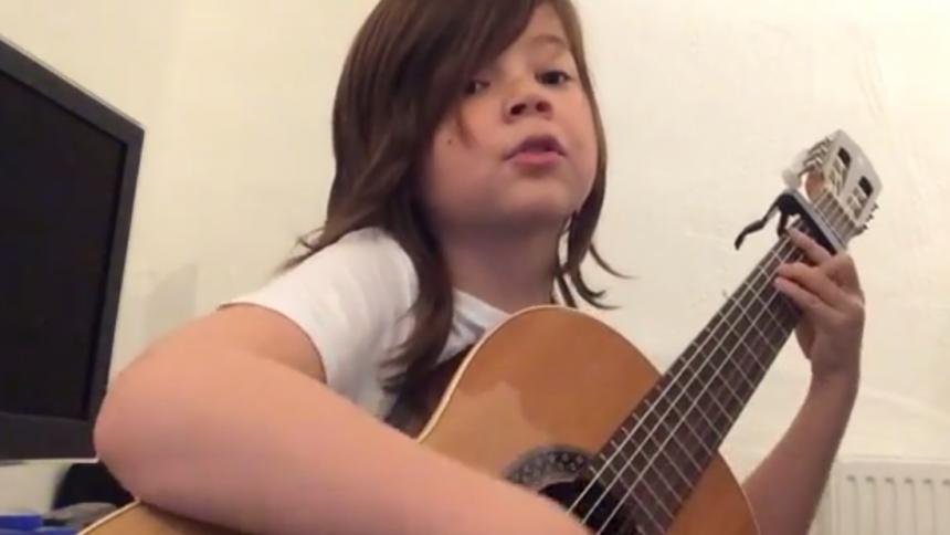 Se ny Håkan-hyllning från charmig 8-åring