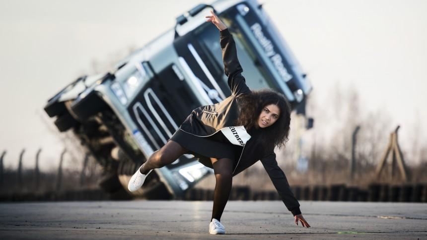 Se Mapei i ett sjukt lastbils-stunt