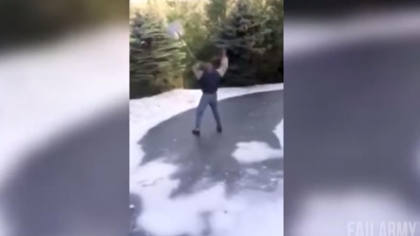Hör snöskyffel-version av Smells Like Teen Spirit