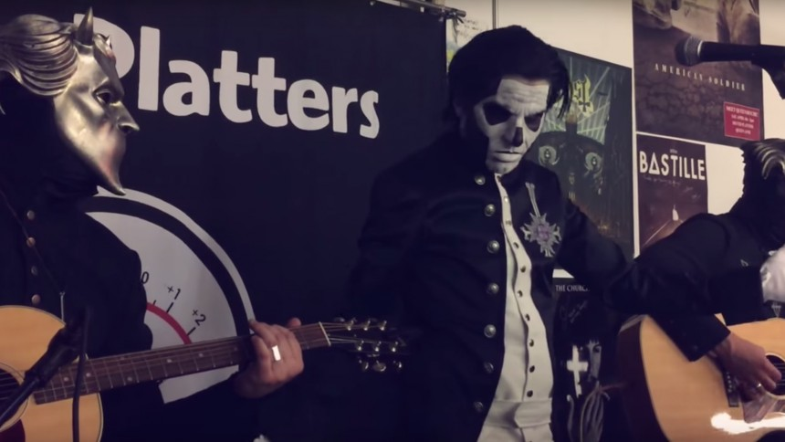 Se Ghost spela akustiskt