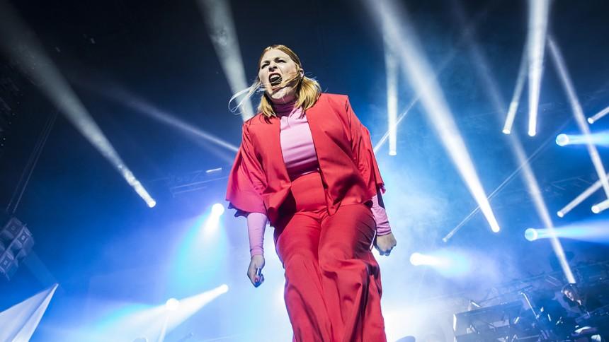 Linnea Henriksson ger konsert – i politiskt sammanhang