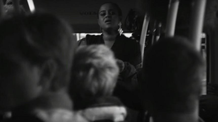 Se Sveriges nya popstjärna överraska bussresenärer