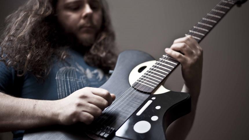 Världens första smarta gitarr är här