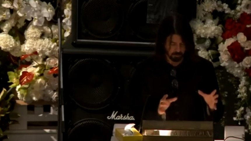 Grohl i tårar på Lemmys begravning
