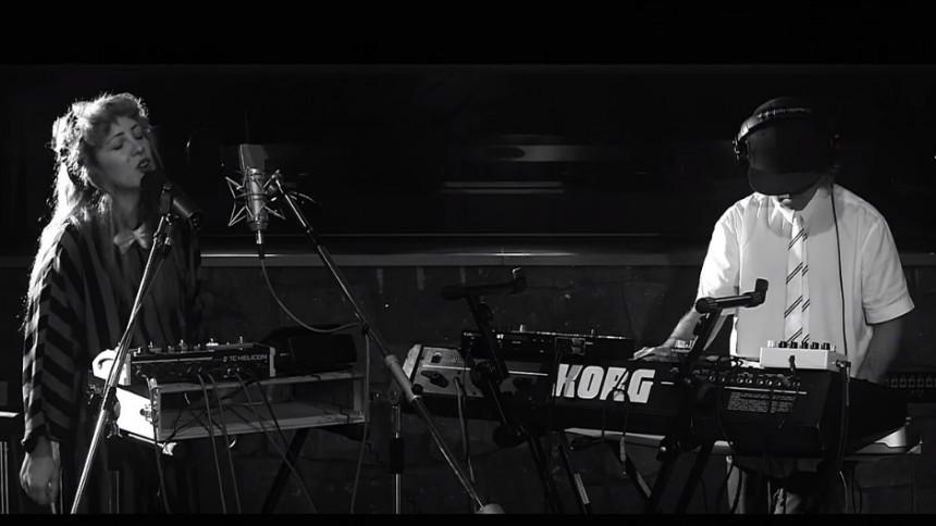 VIDEOPREMIÄR: Niki & The Dove - Play It On My Radio (Soundtrade Session)