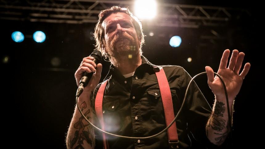 Terror-överlevare riktar skarp kritik mot Eagles Of Death Metal-frontaren