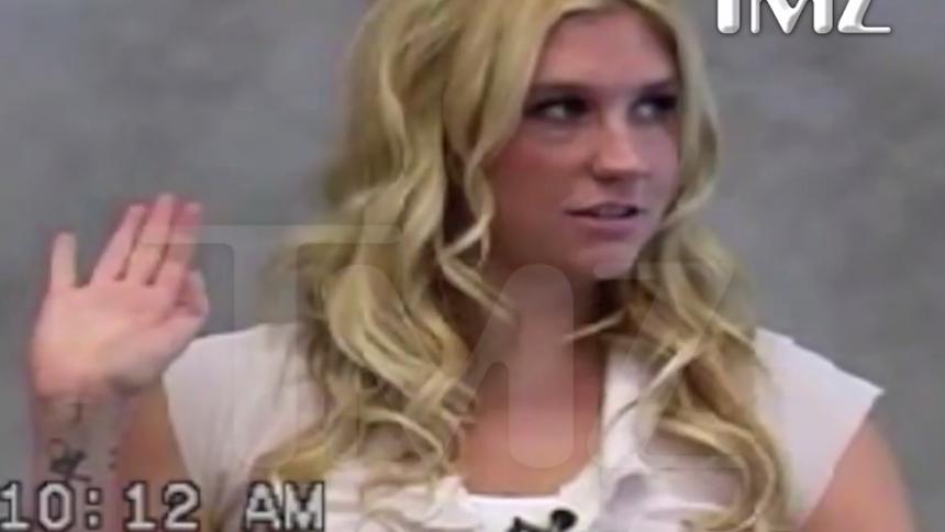 Video: Här förnekar Kesha övergreppen