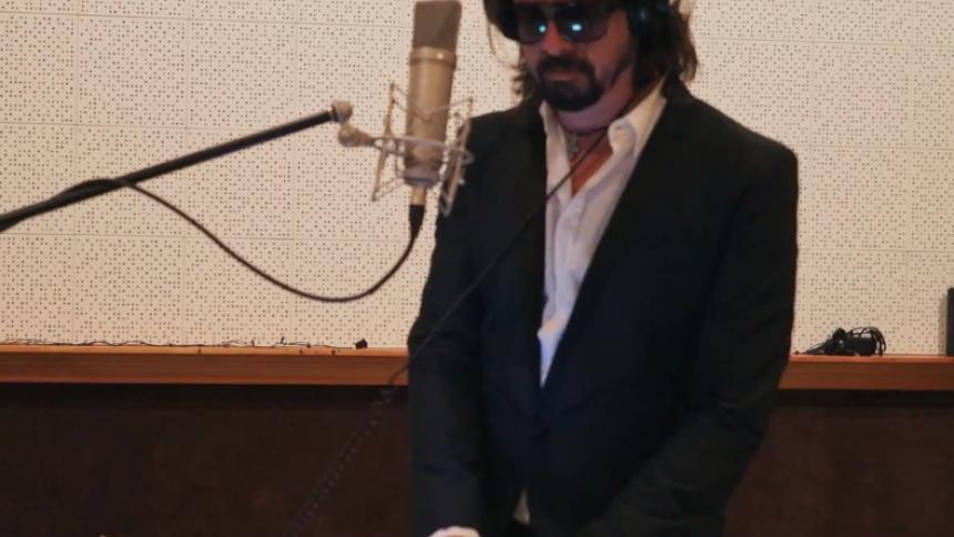 Se Foo Fighters lura sina fans – och håna media