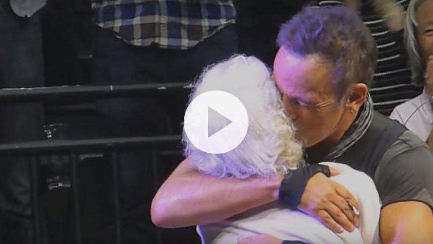 Se Springsteens charmiga dans med 91-åring