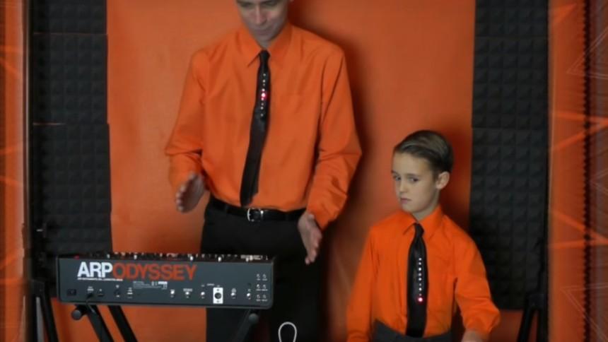 Se Kraftwerk tolkas av far och son