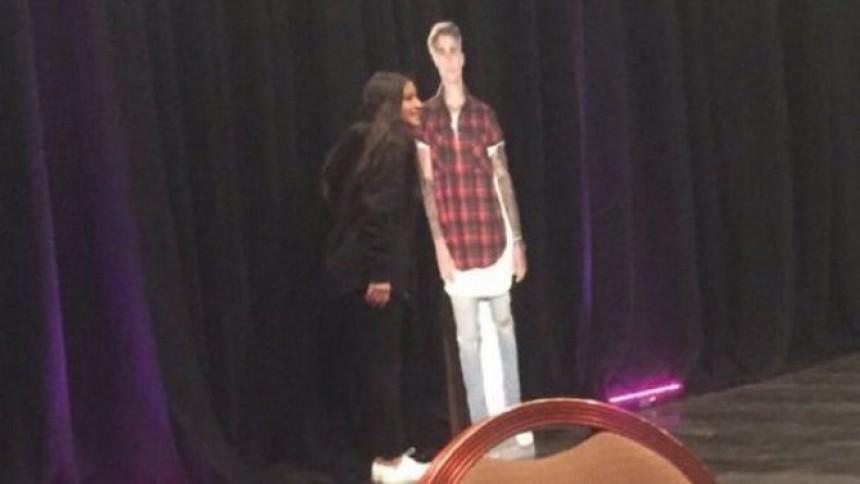 VIP-fansen möttes av Bieber-figur i papp