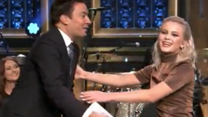 Jimmy Fallon helt såld - se Zara Larssons gig i nattens Tonight Show