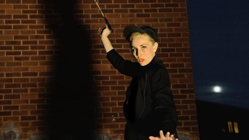 """LÄSLUST: Jenny Wilson om sin favoritbok – """"Med liknande teknik beskrev jag våld, mobbning, ensamhet"""""""