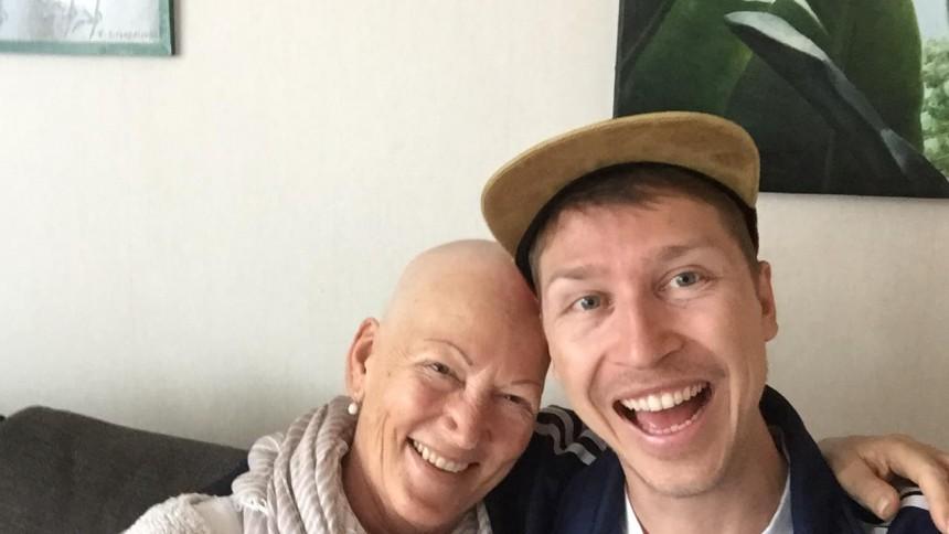 Hans låt om sin cancersjuka mamma gör succé på Mors Dag