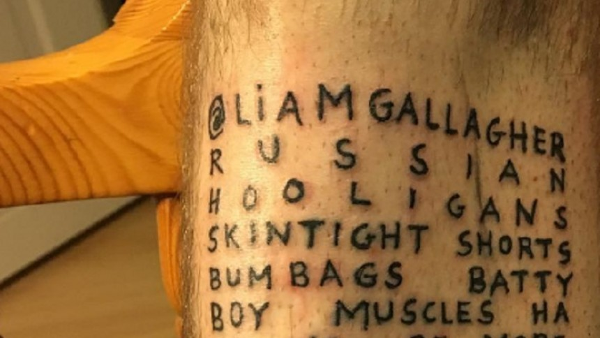 Musiker tatuerar in Liam Gallaghers homofobiska tweet