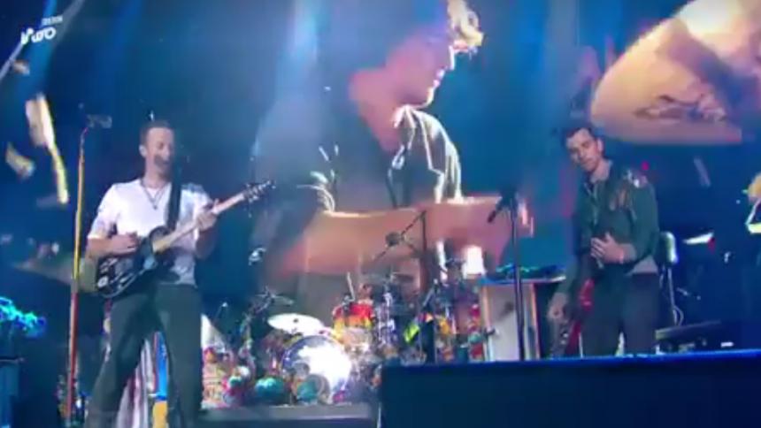 Efter dödsolyckan i Sverige – se Coldplay och Viola Beach göra Glastonburys största scen