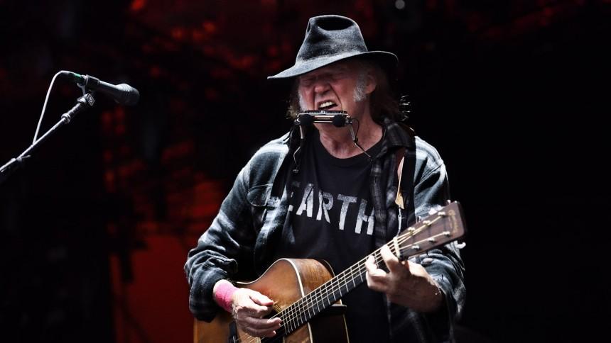 Neil Young ger allt och lite till