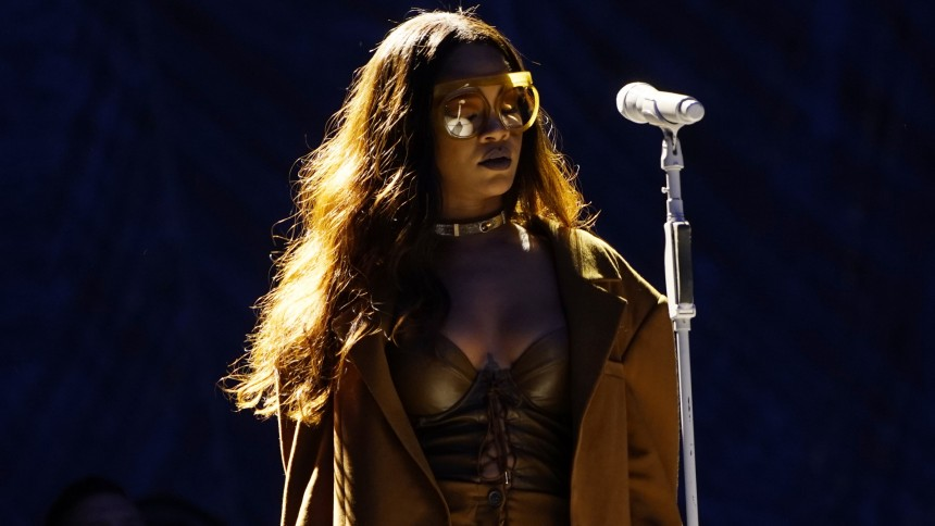 Rihanna bekräftar reggae-album och pratar Lady Gaga-rykten