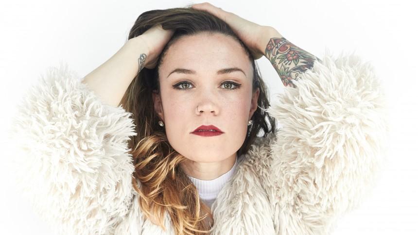 Se Stina Velocette på GAFFA-redaktionen – släpper ny singel